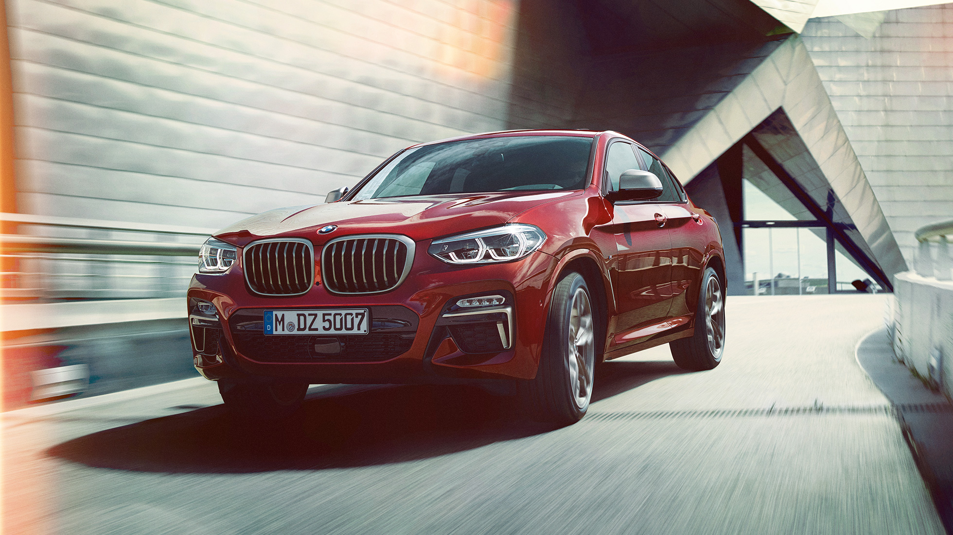 BMW X4 M40i G02 2018 Flamenco Red brilliant effect three-quarter front view